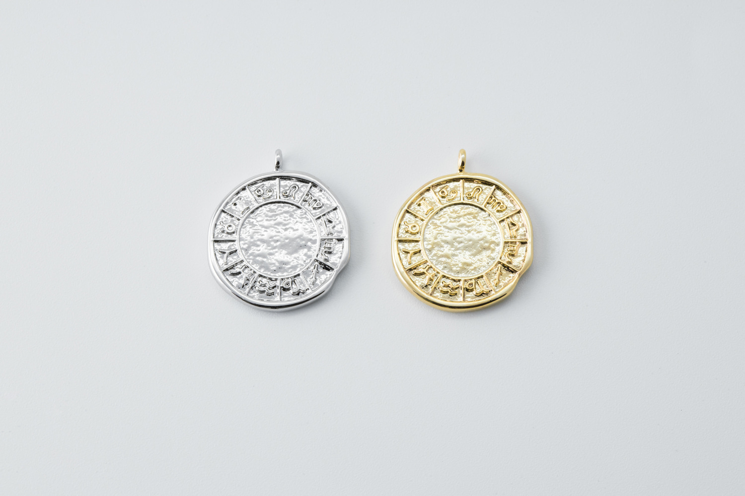 [Q5-VC1] Ancient round charm, Brass, Nickel free, Antique pendant, Simple charm, Necklace makings, Jewelry making supplies, 1 piece