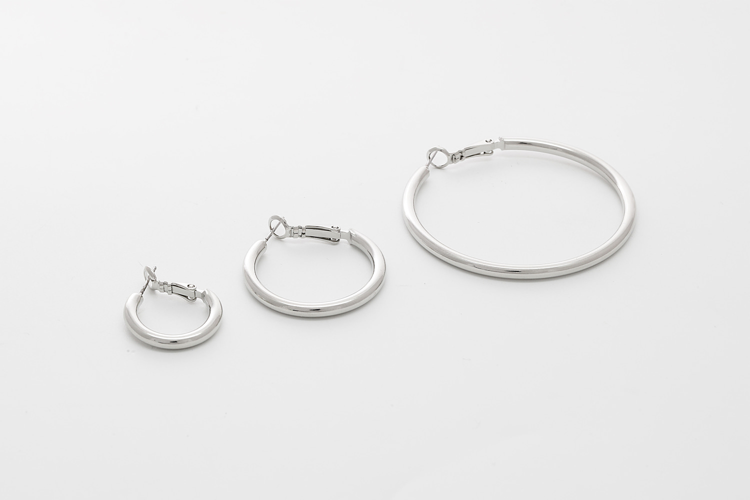 [T65-VC5] Bold round hoop earrings, 20mm, 30mm, 50mm, Wedding jewelry, Wedding earrings, brass, Nickel free, 2 pcs per style (T65-G8R, T65-G9R, T65-G10R)
