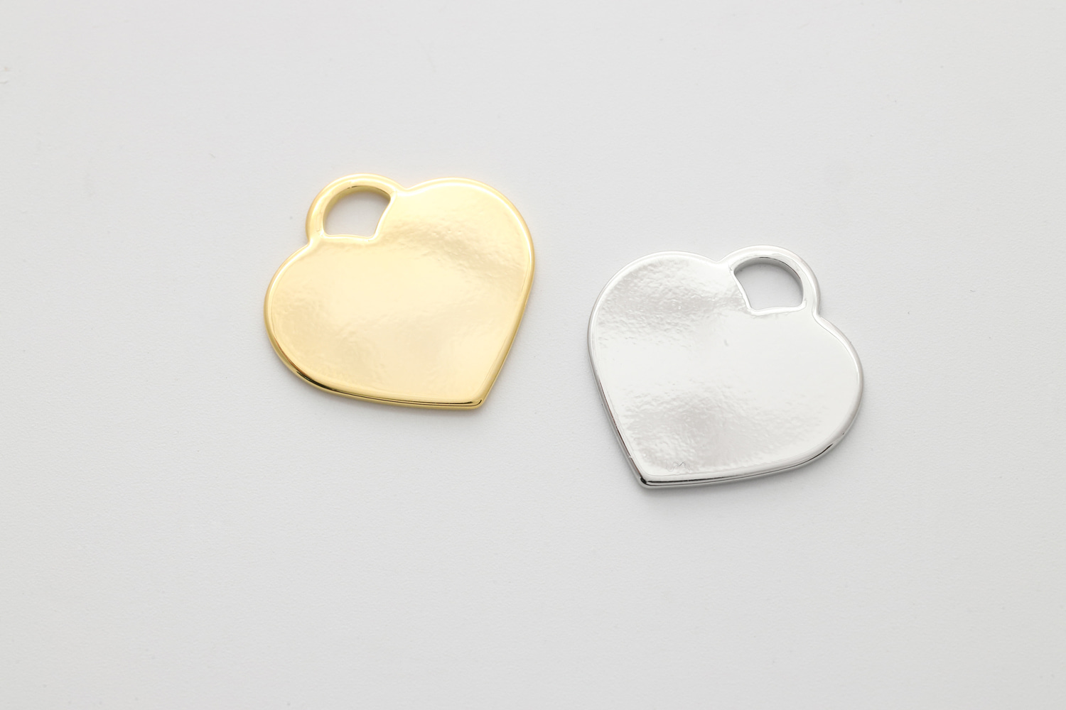 [B24-VC1] Heart pendant, Brass, Nickel free, 23x23mm, 1mm thick, Stamping blanks, Stamping on heart pendant, Jewelry making supplies, 2 pcs (B24-G1, B24-R1)