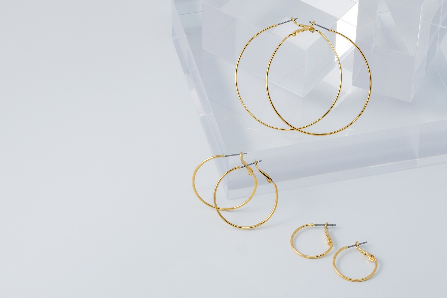Thin round hoop earrings