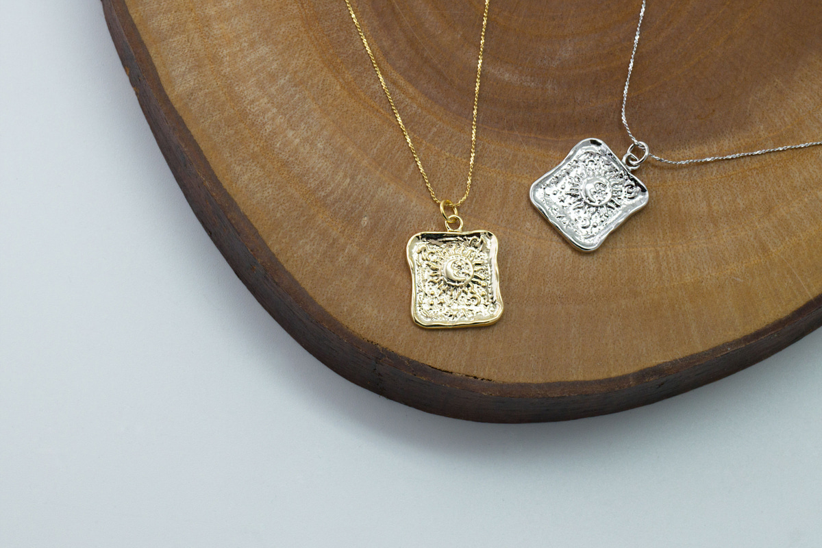 [Q15-VC5] Rectangle sun pendant, Brass, Nickel free, Sun charm, Necklace makings, Jewelry supplies, 1 piece