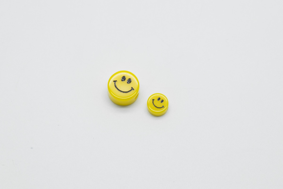 [V5-R2] Smiley face beads, Acrylic, Smiley face, Smile pendant, Necklace making, Unique charm, Jewelry supplies, 30 pcs