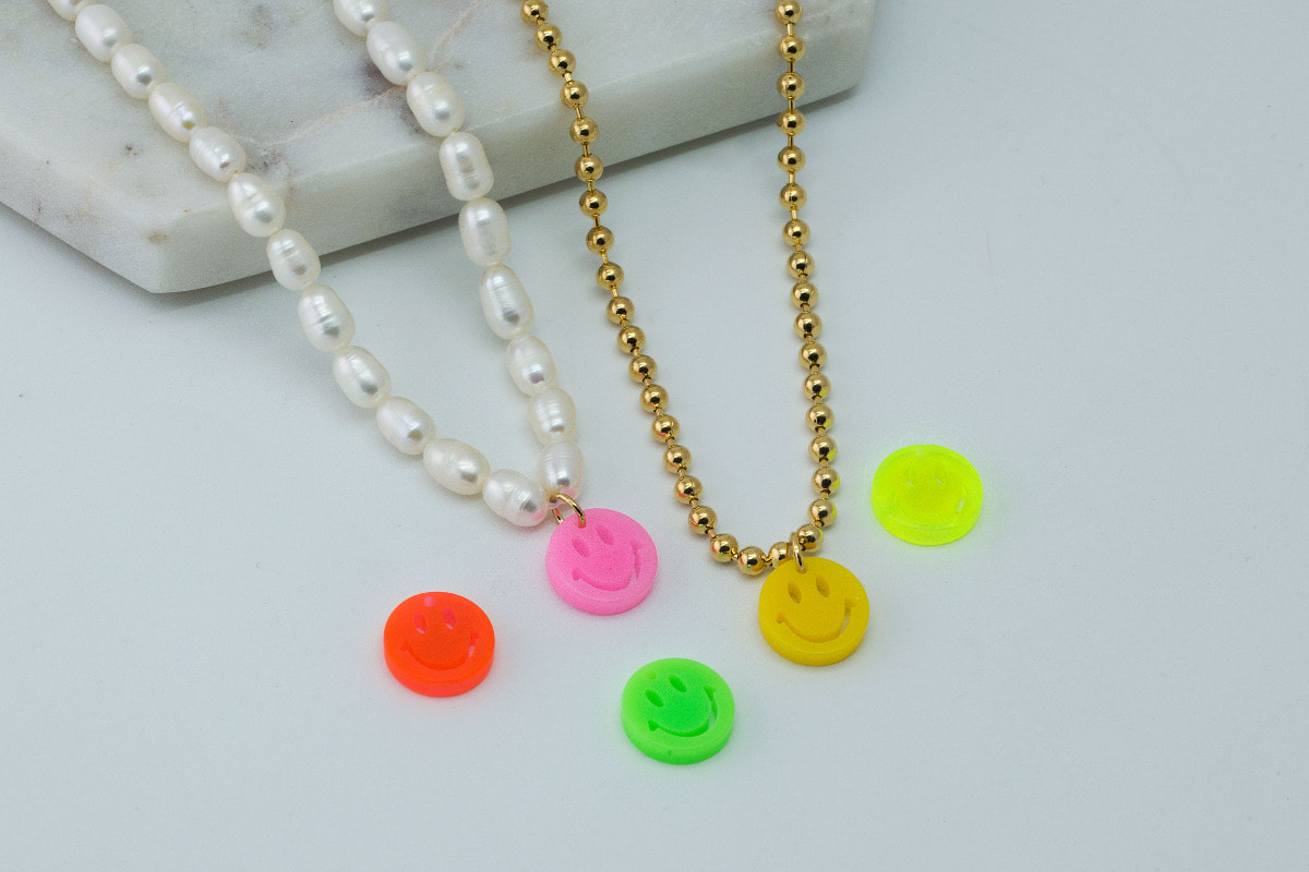 [V5-VC2] Small smile charm, Acrylic, Smiley face, Smile pendant, Necklace making, Unique charm, 2 pcs