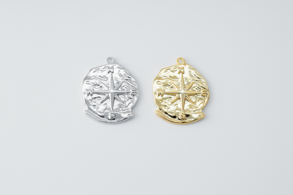 [Q5-VC2] Antique compass charm, Brass, Nickel free, Antique pendant, Necklace makings, Jewelry making supplies, 1 piece