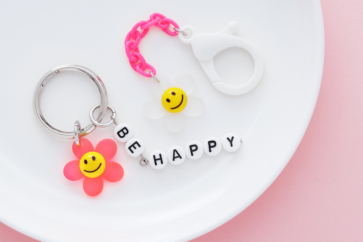 [V7-VC4] Smile flower charm, Acrylic, Smiley face, Smile pendant, Flower charm, Necklace making, Unique charm, Jewelry supplies, 2 pcs