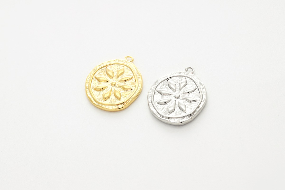 [Q5-VC4]	Antique round flower pendant , Brass, Nickel free, Simple charm, Necklace makings, Jewelry making supplies, 1 piece