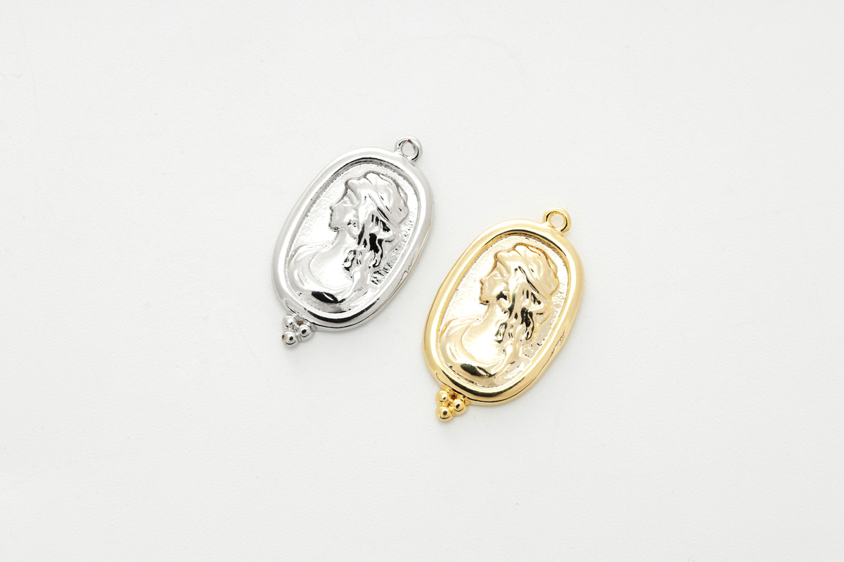 [Q7-VC2] Woman in the mirror charm, Brass, Nickel free, Antique charm, Necklace makings, Jewelry making supplies, 1 piece