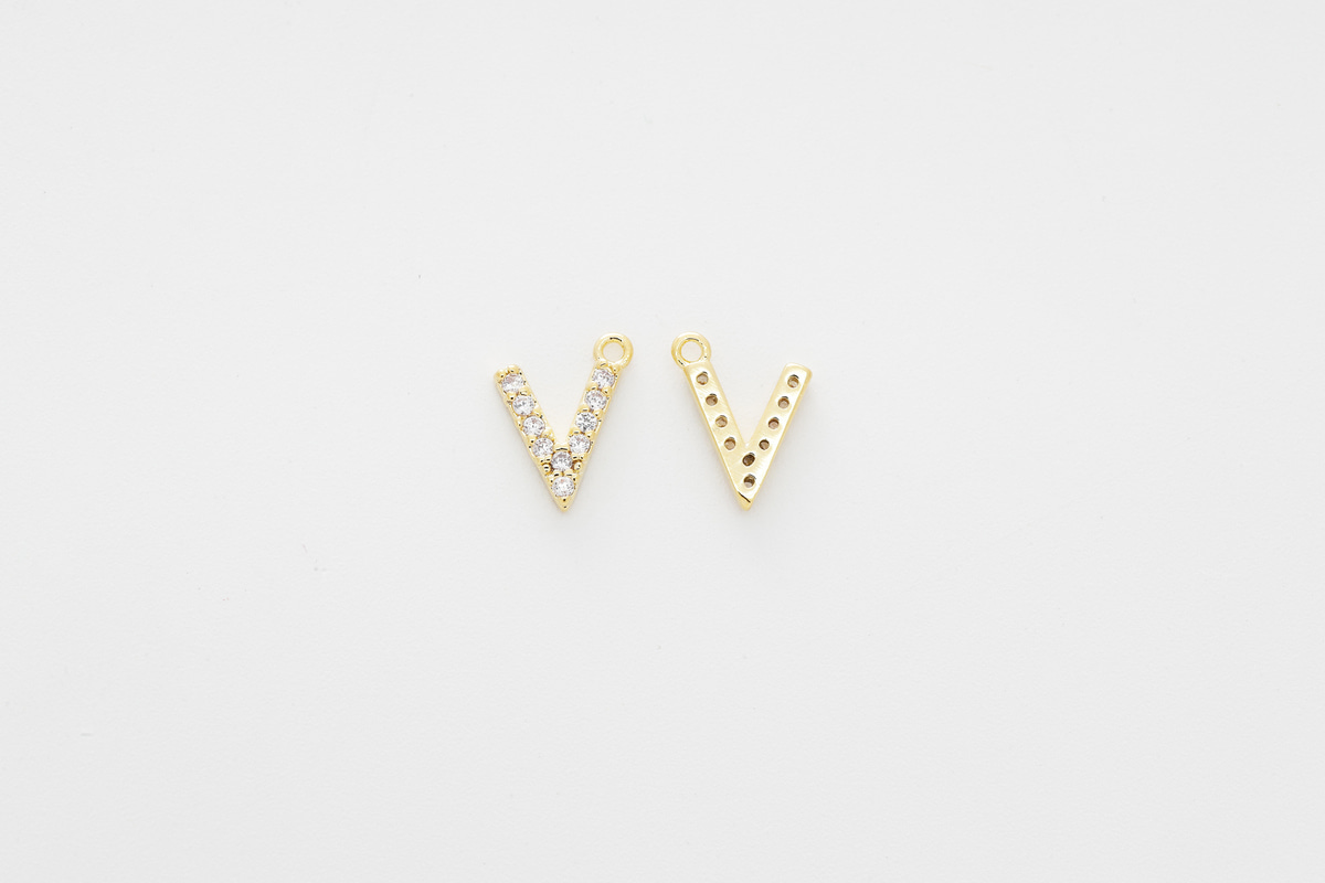 [AV-G20] Cubic capital letter charm V, Brass, Cubic zirconia, Nickel free, Jewelry making supplies, Alphabet charm, Initial charm, 1 piece