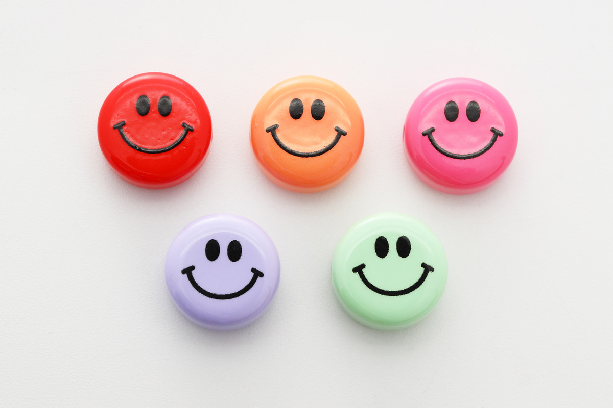 [V5-VC9] Smiley face beads (L), Acrylic, Smiley face, Smile pendant, Necklace making, Unique charm, Jewelry supplies, 30 pcs